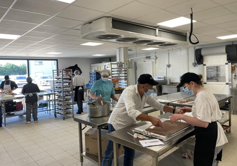 Grand atelier boulangerie pâtisserie des établissements Mauranes à Montauban